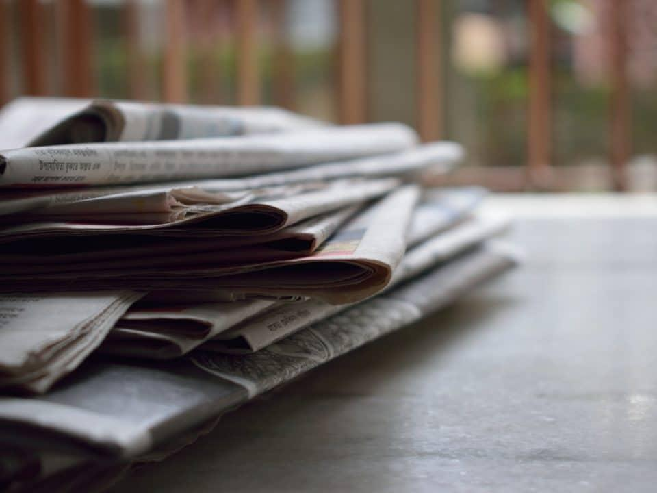 pino sanomalehti harmaa vihreä