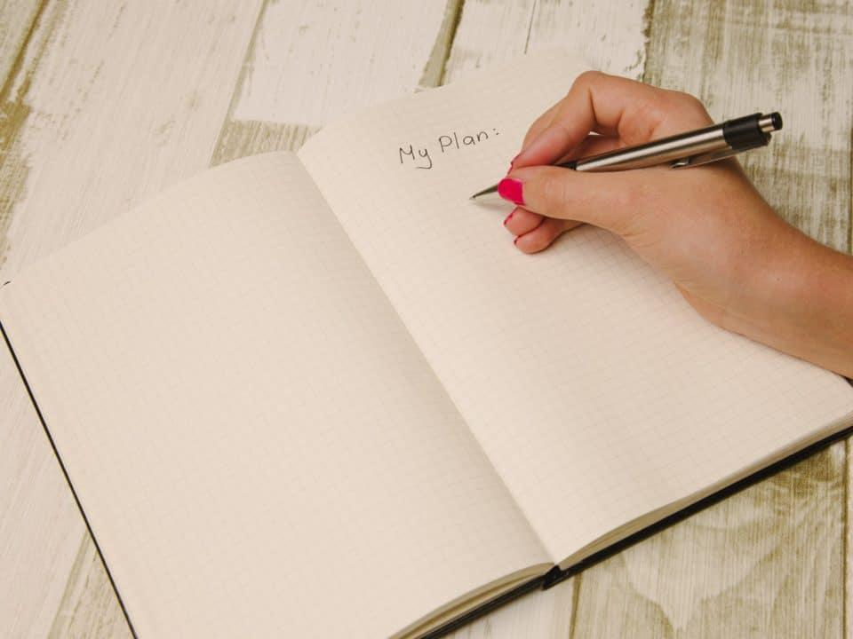 valkoinen muistikirja kynä suunnitelma lakatut kynnet