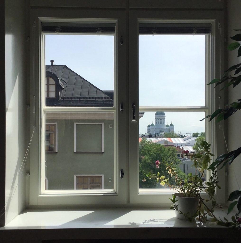 näkymä liisankadulta ikkunasta senaatintorille päin
