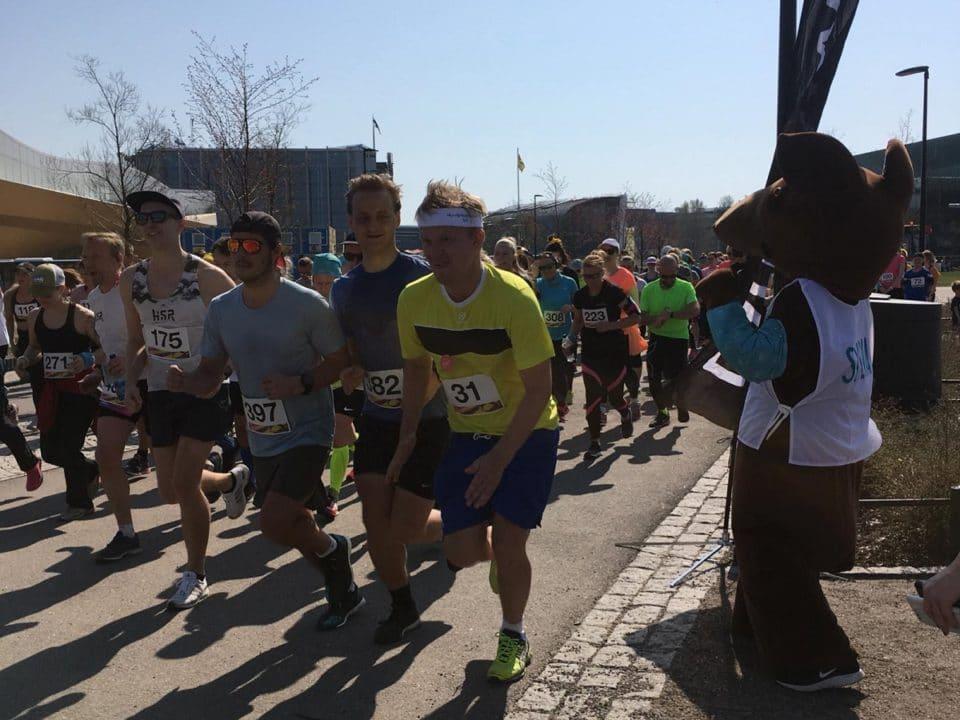 Juoksijat aloitusasemissa