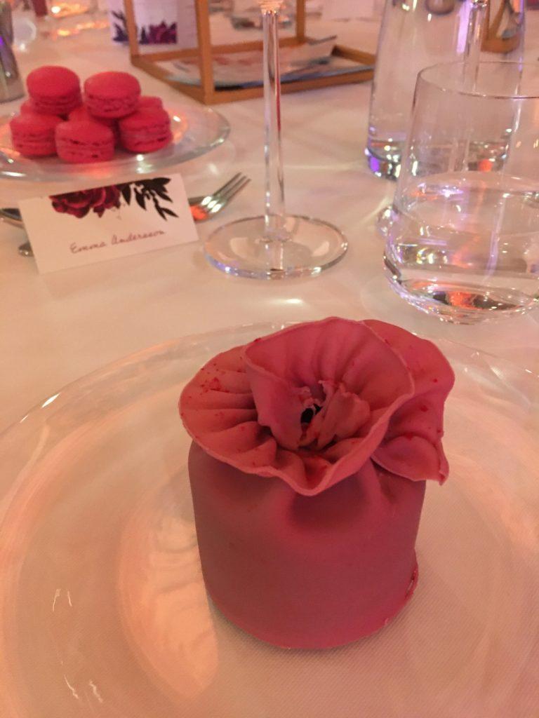 pink ribbon gala jälkiruoka