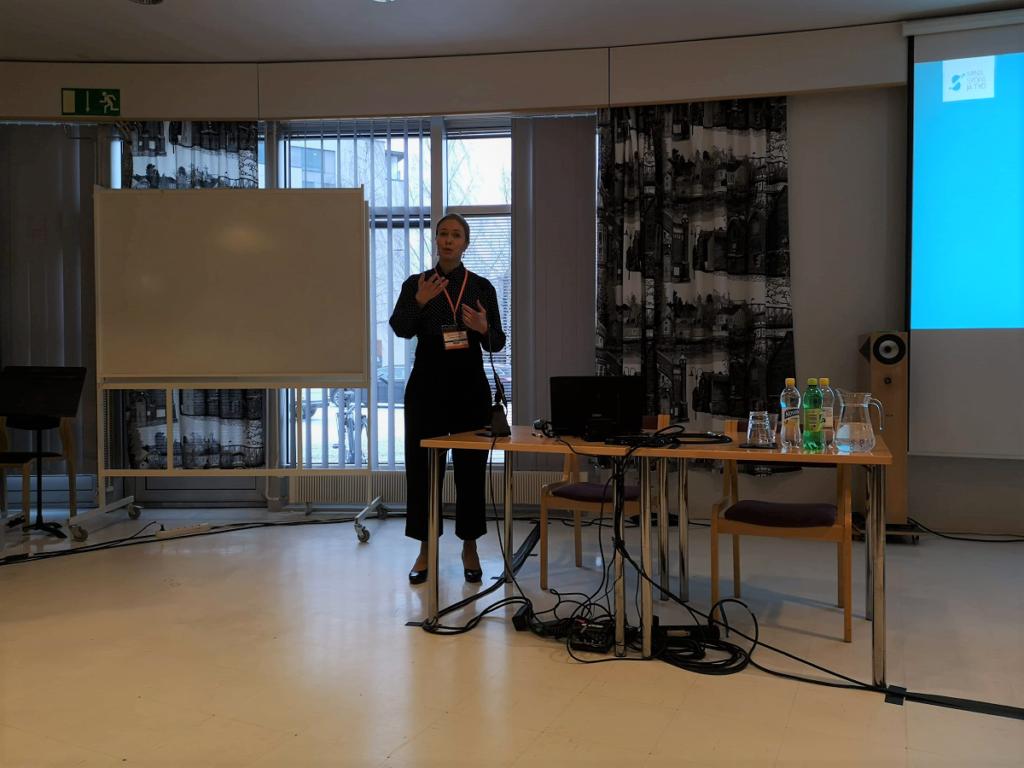 marketta liljeström pitää puheenvuoroa pohjolan lääkäripäivillä oulussa 2020