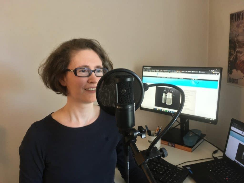 emma andersson nauhoittaa podcastia